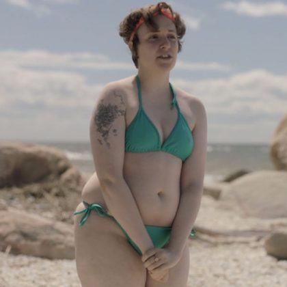 Lena Dunham en bikini dans la série Girls